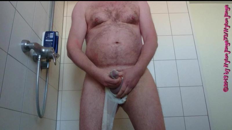 Pissen in die Weiße Feinstrumpfhose 3 ** FAN Video 6 ** Gay Download Bild